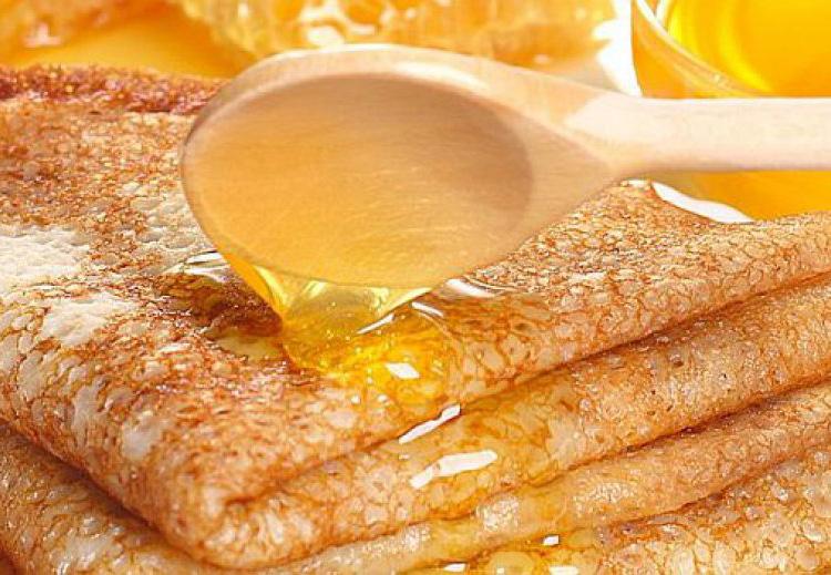Блины с медом на Масленицу