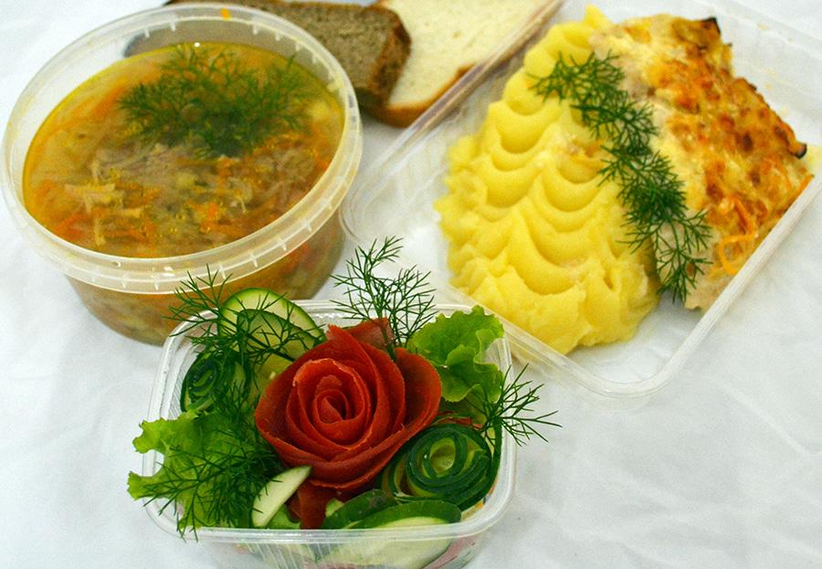 Пюре с куриной грудкой, щис с мясом, салат овощной